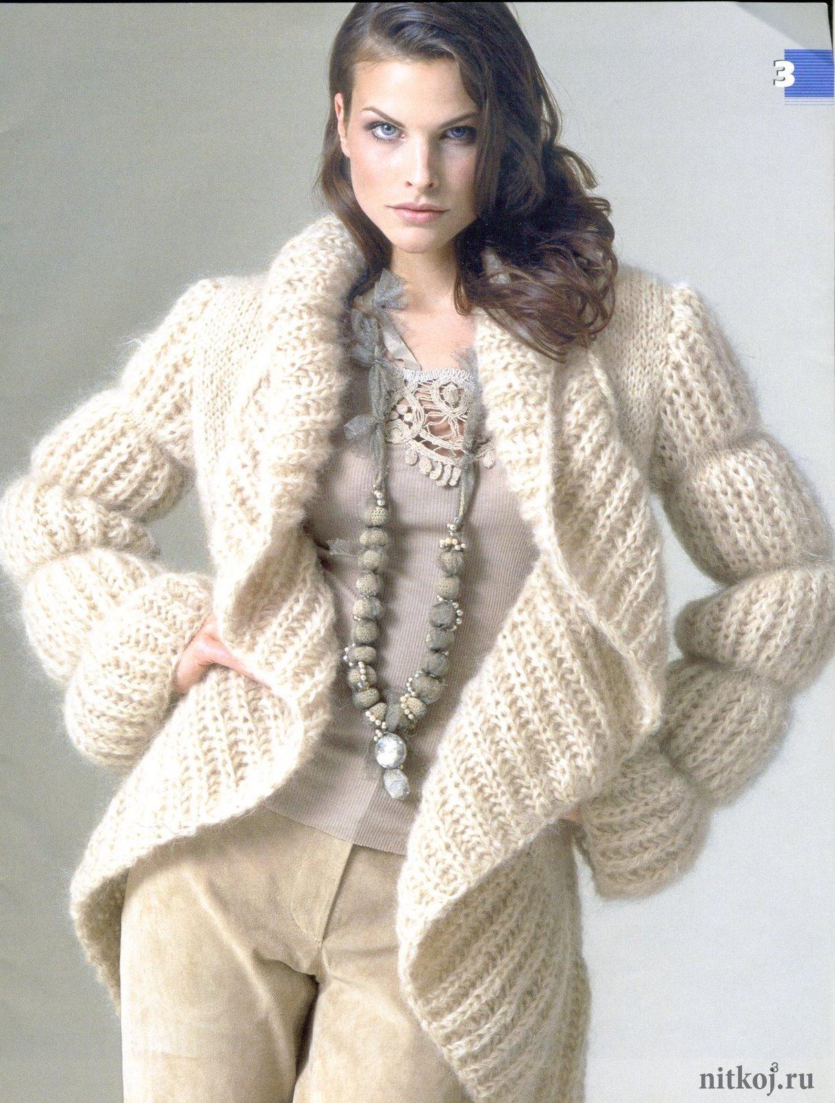 вязаное пальто спицами бежевого цвета ниткой вязаные вещи для