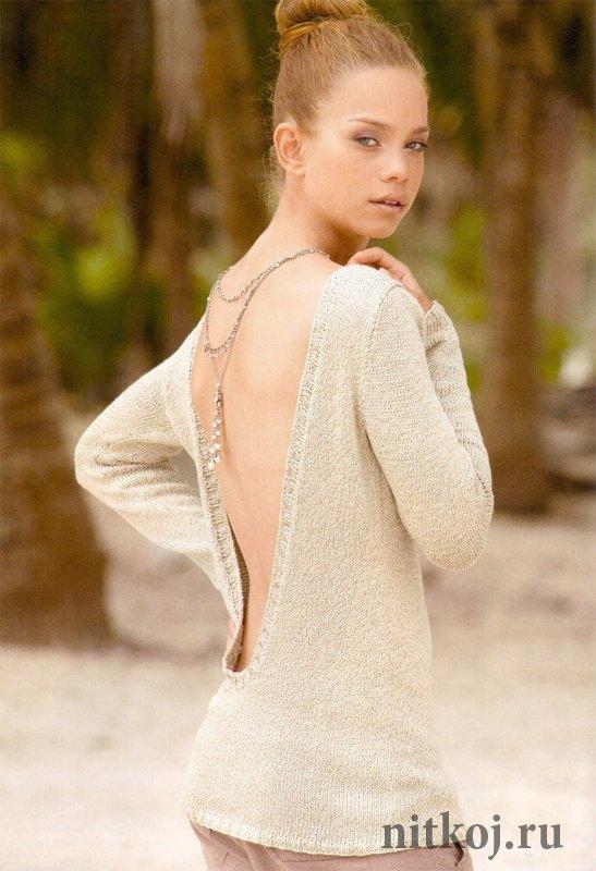 Пуловер с глубоким вырезом на