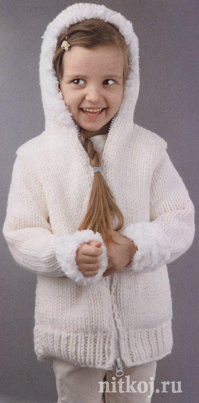 Белоснежное пальто спицами для