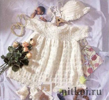 Комплект: Крестильное платье крючком и спицами, чепчик и пинетки