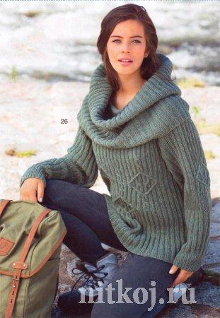 Вязаный свитер спицами с широким воротником
