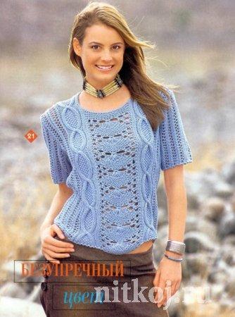 Голубой узорчатый пуловер спицами