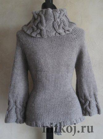 Вязаный свитер с косами и ажуром