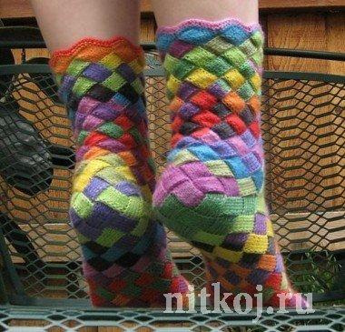 Яркие носочки спицами