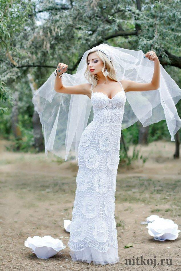 Платье из розочек крючком.