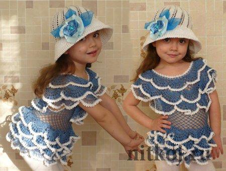 Детское платье крючком с рюшами