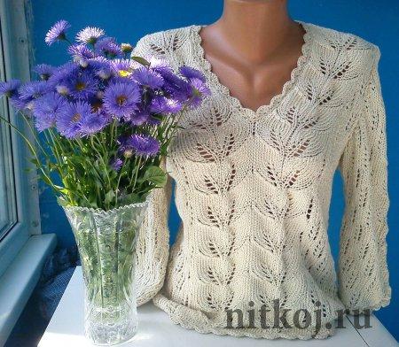 Красивый пуловер спицами  узором листья