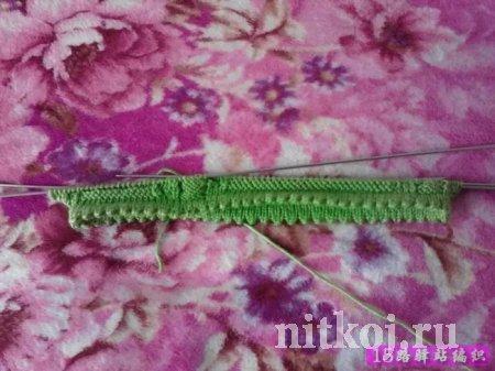 Детское вязаное платье листьями