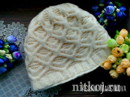 Описание теплой зимней шапки с косами «Цветок лотоса»