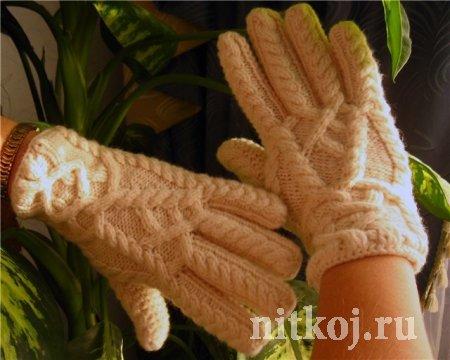 Красивые перчатки с перекрещенными косами